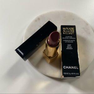 Chanel Rouge Allure Velvet #237